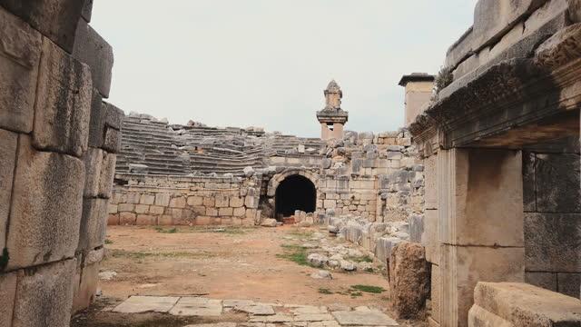 vídeos de stock, filmes e b-roll de anfiteatro xanthos - monumento