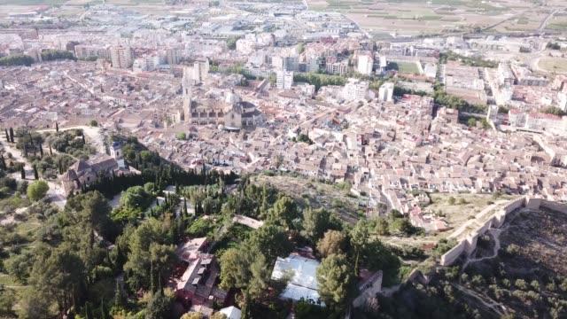 santa maria collegiate bazilikası ile xativa cityscape - gazlı bez stok videoları ve detay görüntü çekimi
