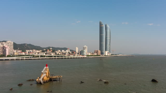 t/l pan xiamen island skyline med rörliga moln/xiamen, fujian-provinsen, kina - xiamen bildbanksvideor och videomaterial från bakom kulisserna