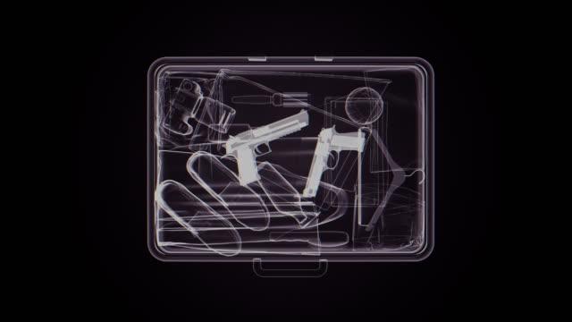 stockvideo's en b-roll-footage met x-ray beeld van koffer met wapens - tas