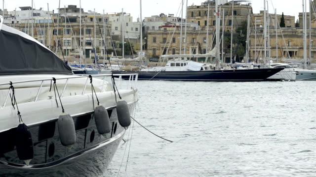 yacht förtöjda på manoel island marina på malta - skrov bildbanksvideor och videomaterial från bakom kulisserna