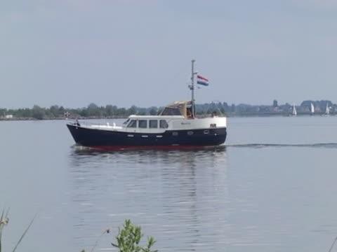 vídeos de stock e filmes b-roll de iate - embarcação comercial