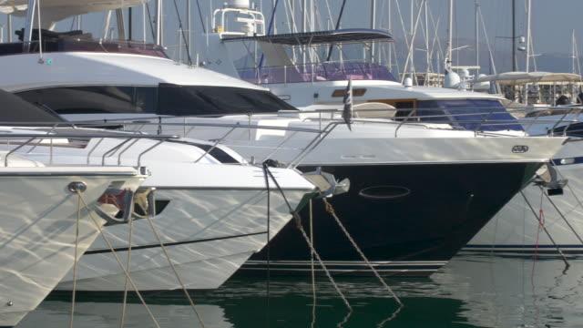 vídeos y material grabado en eventos de stock de yates en el puerto, port vauban, antibes. cote d ' azur. - amarrado