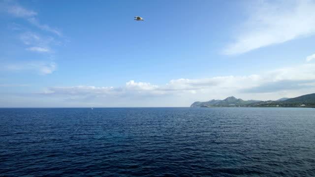 vídeos de stock, filmes e b-roll de iates. ilha de maiorca. rolamento de nuvens. timelapse - vinho do porto