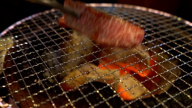 yakiniku a4 wagyu beef - dana eti stok videoları ve detay görüntü çekimi