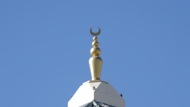 Yamur in the minaret of an Arab mosque on a sunny day