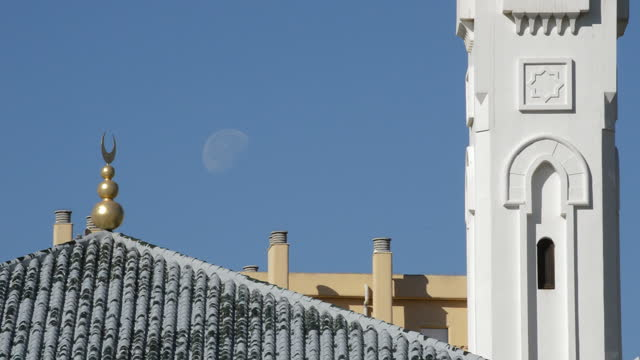 Yamur on the roof of an Arab mosque with full moon background