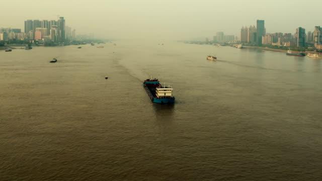 vídeos y material grabado en eventos de stock de río yangtsé en wuhan, timelapse - río yangtsé