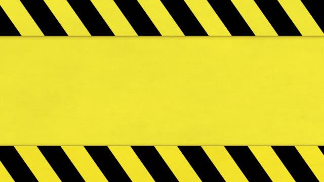 sfondo del nastro di pericolo giallo e nero, animazione della trama grunge in difficoltà - concentrazione video stock e b–roll