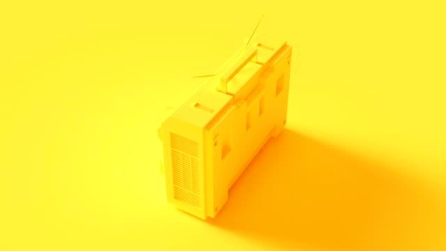 vídeos y material grabado en eventos de stock de boombox amarillo - amarillo color