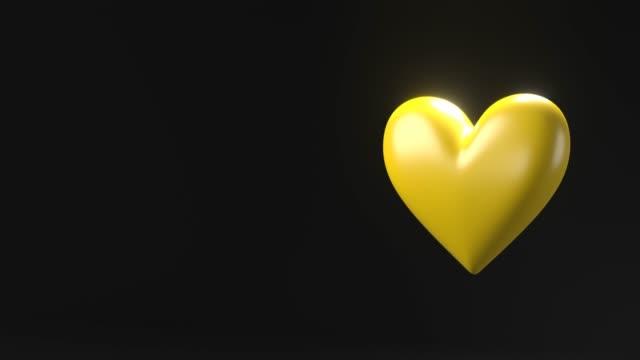 Geel gebroken hartvoorwerpen in zwarte tekstruimte. video