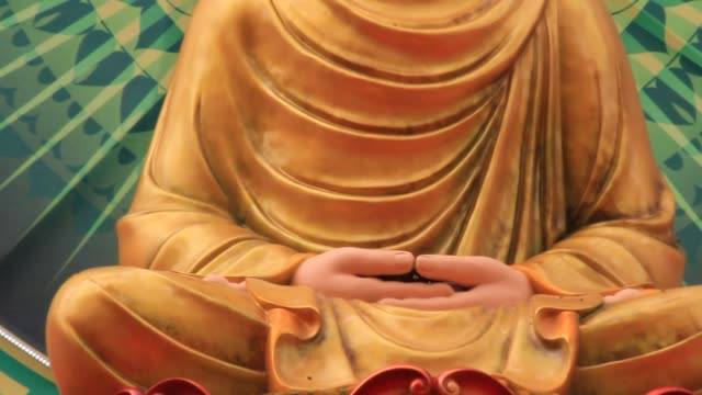 buddha-statue auf dem lotus gelb - kambodschanische kultur stock-videos und b-roll-filmmaterial