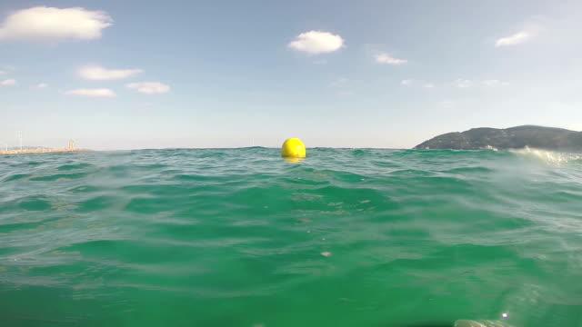 stockvideo's en b-roll-footage met yellow buoy - opblaasband