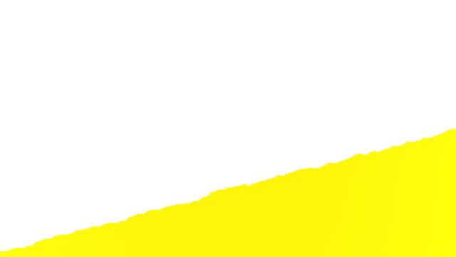 vidéos et rushes de papier jaune déchirant en rayures diagonales, qui a roulé l'ouverture de l'arrière-plan. clé de chroma verte et mat luma inclus. - en papier