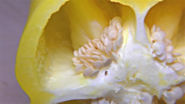vídeos de stock e filmes b-roll de yellow paprika – close up, detail, macro - red bell pepper isolated