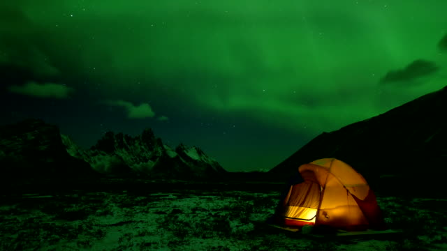 a yellow tent with aurora in tombstone territorial park yukon - aurora boreale video stock e b–roll