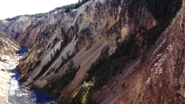 stockvideo's en b-roll-footage met het nationaal park yellowstone grand canyon - yellowstone national park