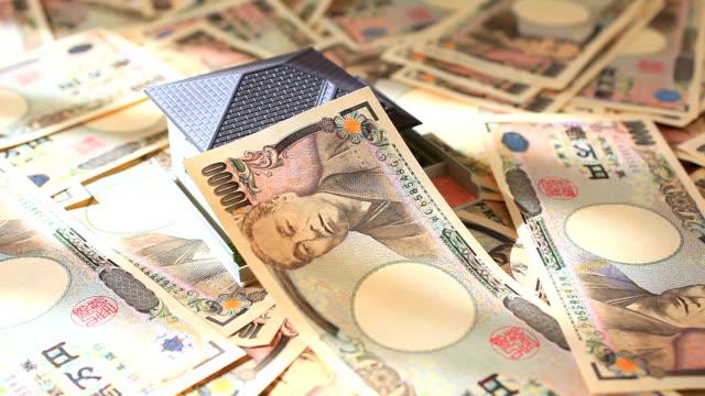 stockvideo's en b-roll-footage met yen and bills with a house. - yenteken