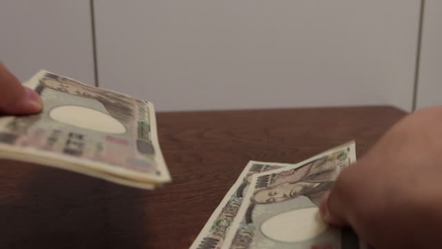 stockvideo's en b-roll-footage met 100.000 yen japanse valuta - yenteken
