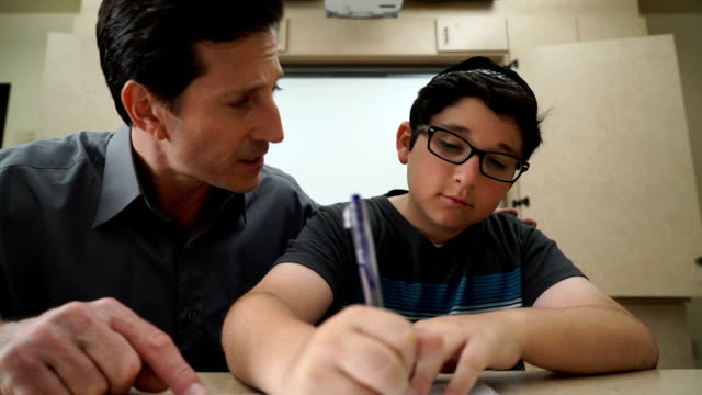 Yeshiva niño y profesor  - vídeo