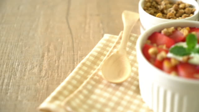 yoghurt with strawberry and granola video