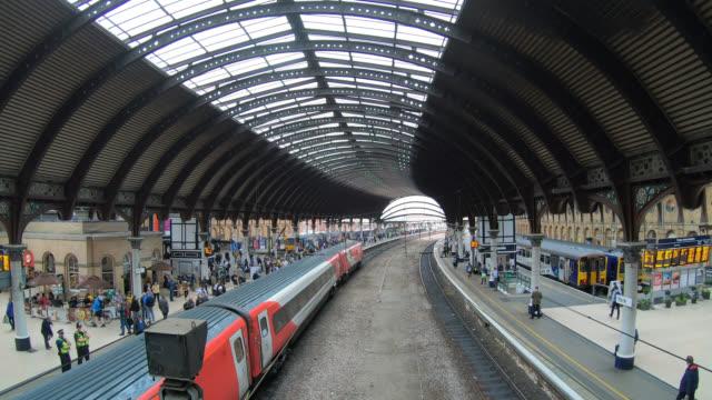 York train station in York City, England - vídeo