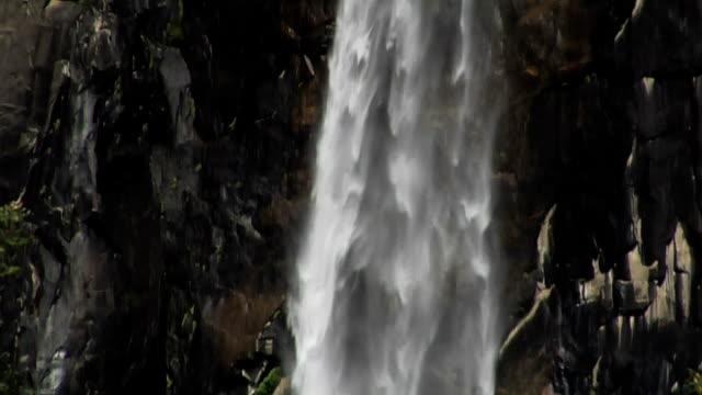 stockvideo's en b-roll-footage met yosemite falls - natuurgrond
