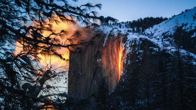 yosemite firefall at sunset - parco nazionale video stock e b–roll