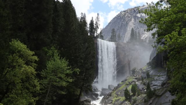 yosemite in spring - parco nazionale video stock e b–roll