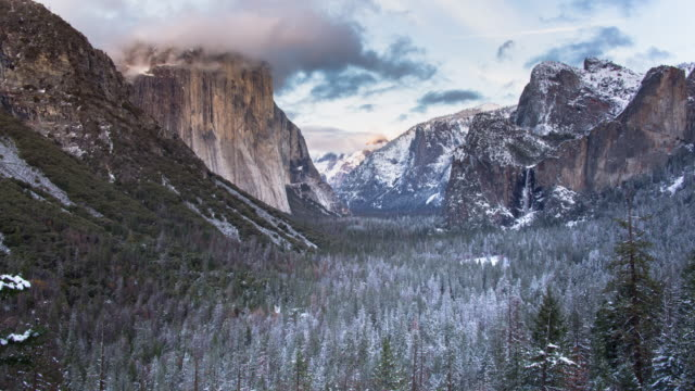 yosemite valley panoramic winter sunset landscape - parco nazionale video stock e b–roll