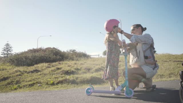 vídeos de stock e filmes b-roll de you are free to play, but keep your helmet on - proteção