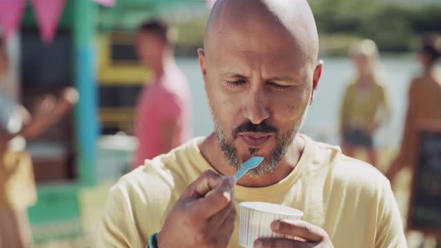 vídeos y material grabado en eventos de stock de nunca se puede cansar de helado - ice cream
