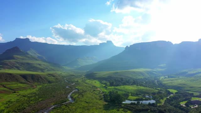 you gotta love the mountains - дикая растительность стоковые видео и кадры b-roll