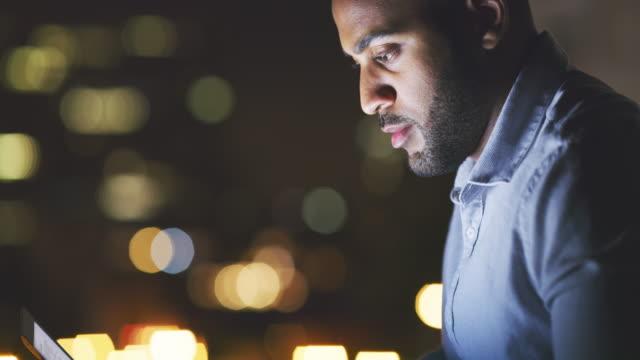 열심히 일할 때 성공할 확률이 더 높아진다. - 헌신 스톡 비디오 및 b-롤 화면
