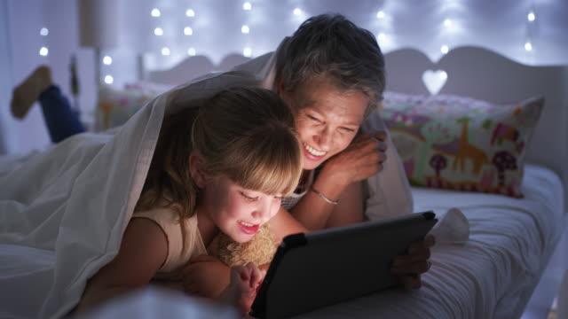 you'll always have fun in the app world - dziadek i babcia filmów i materiałów b-roll