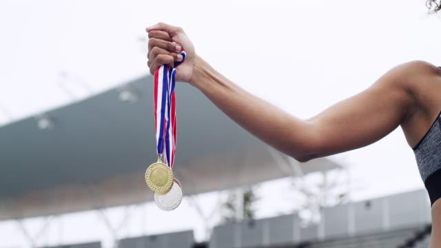 あなたはすべての努力に報われるでしょう - メダル点の映像素材/bロール