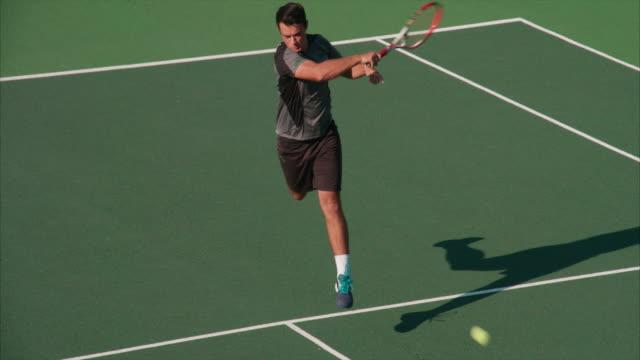 テニスをして若い大人。 - テニス点の映像素材/bロール