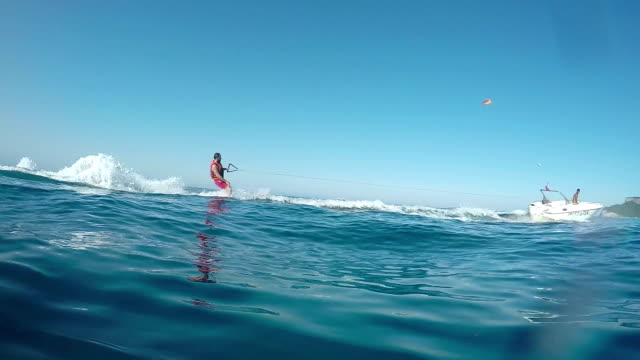 Young adult waterskiing. I video