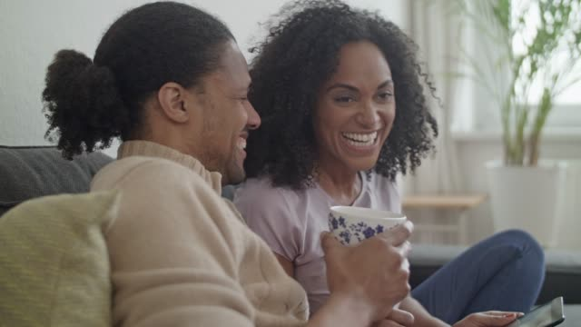 young african american couple at home - quarantenne video stock e b–roll