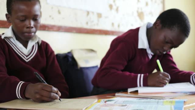 若いアフリカ系男子学生 ビデオ