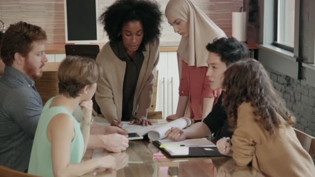 young african-american woman leads multi-ethnic team meeting - etnia medio orientale video stock e b–roll