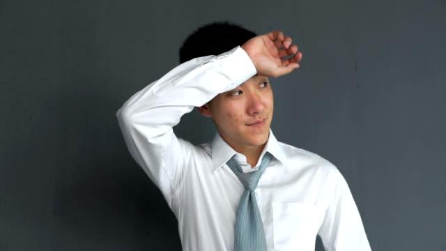 unga asiatiska affärsman svettning - svett bildbanksvideor och videomaterial från bakom kulisserna