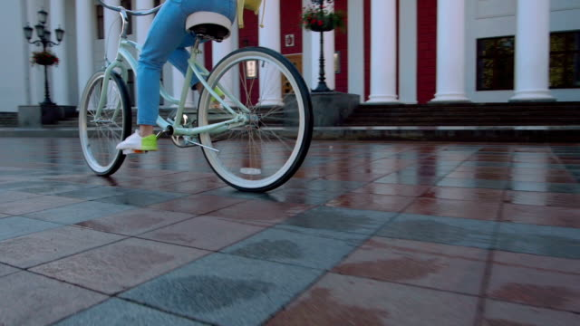 vídeos de stock e filmes b-roll de young attractive woman in hat riding on vintage bike in city center, close up shot - bike emoji