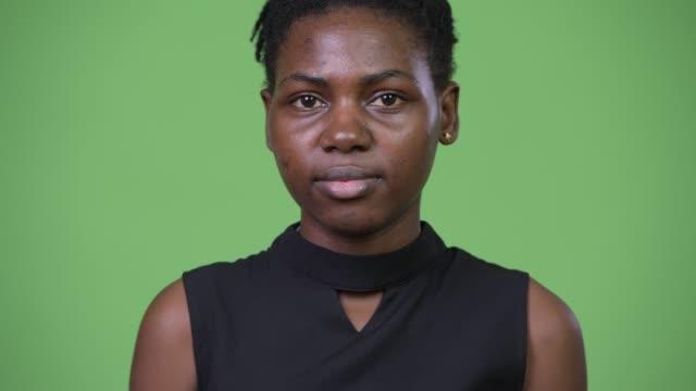 unga vackra afrikanska affärskvinna - tjänstekvinna bildbanksvideor och videomaterial från bakom kulisserna