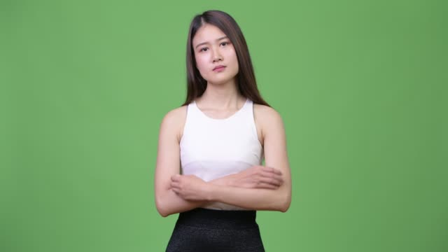 young beautiful asian businesswoman with arms crossed - юго восток стоковые видео и кадры b-roll