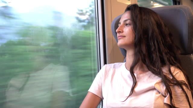 young beautiful woman traveling by train - сбежавший из дома стоковые видео и кадры b-roll