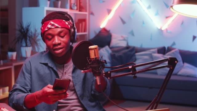 young black rapper recording music at home studio - disinvolto video stock e b–roll