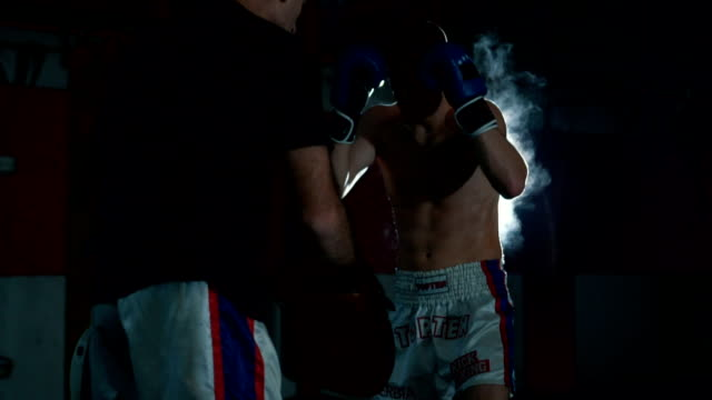 young boxer practicing with his coach - sparring allenamento video stock e b–roll