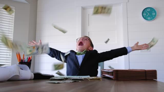 young boy businessman throwing money - rich filmów i materiałów b-roll
