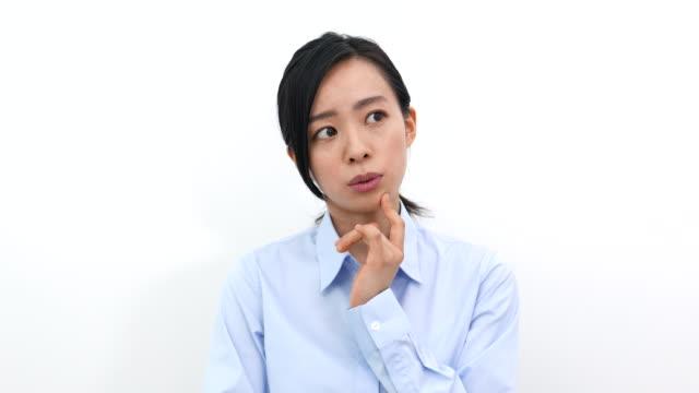 な若いビジネス女性の - 悩む点の映像素材/bロール